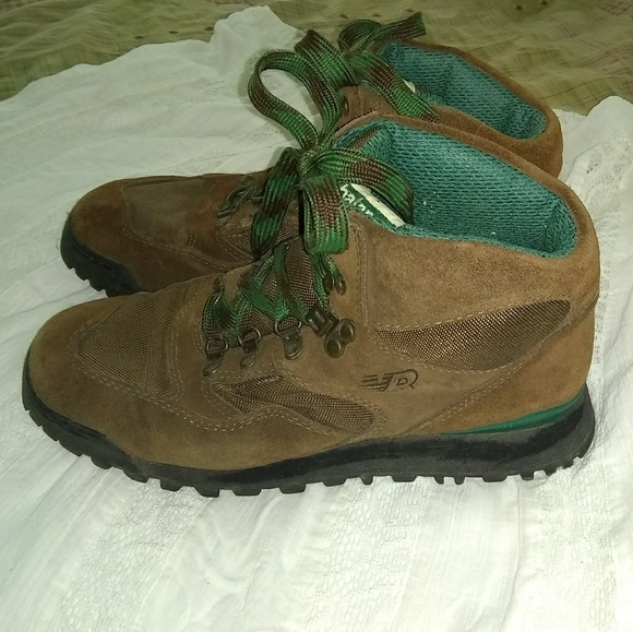 ffa197d2425 top quality new balance retro hiking boots c4f3e 0376a